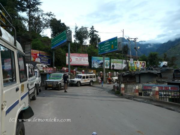 taxi stand at Joshimath @lemonicks.com