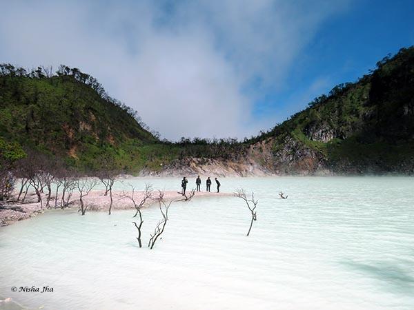 03 Kawah Putih white crater indonesia