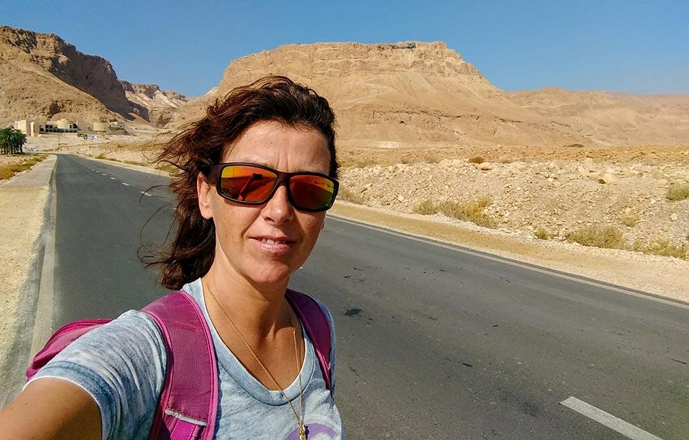 hitchhiking in turbulent Israel