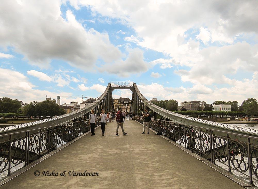 iron bridge frankfurt