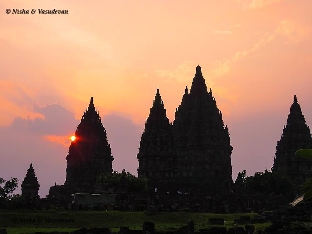 sunset at Prambanan Temple. things to do in Yogyakarta @lemonicks.com