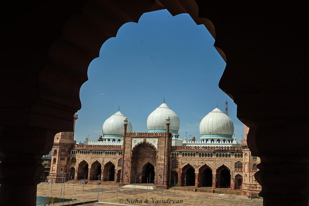tajul masajid the biggest mosque in india