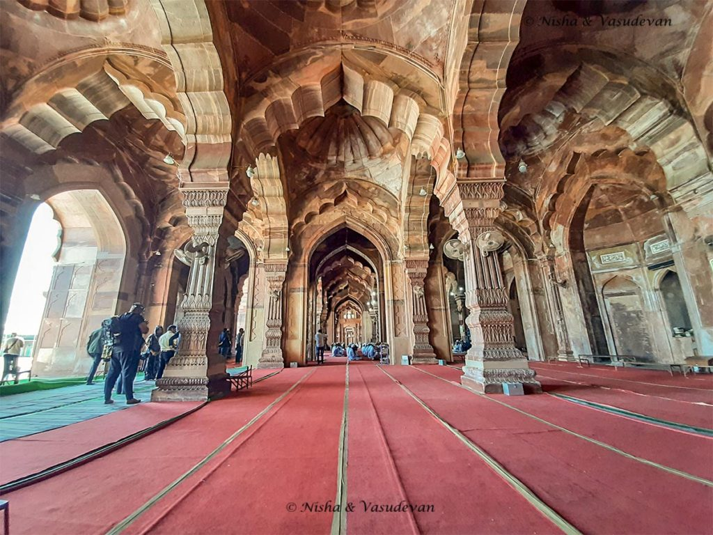 The prayer hall of biggest masjid tajul