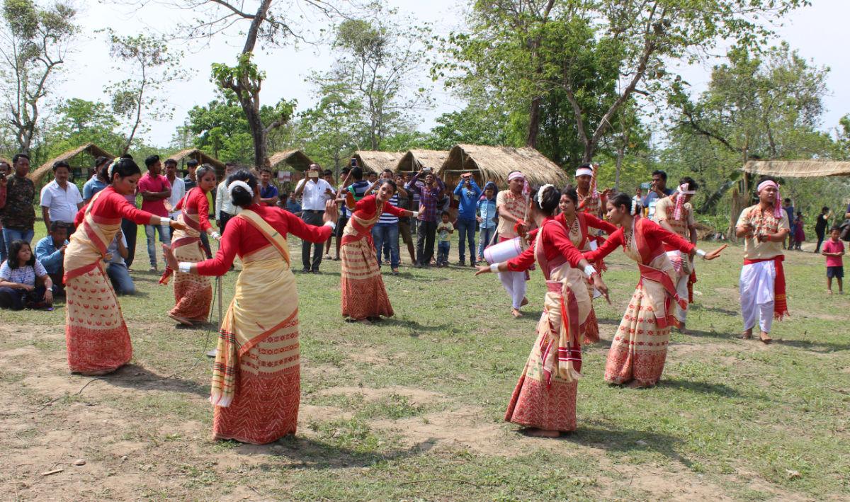 Indian folk dances: Bihu Dance @www.lemonicks.com