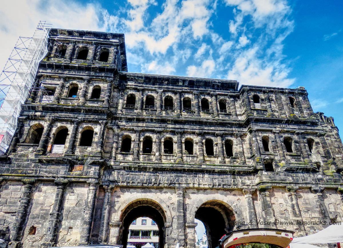 things to do in trier germany: Porta Nigra @www.lemonicks.com