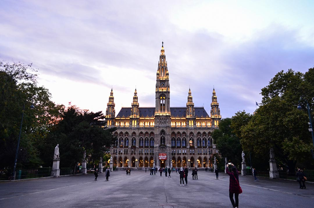 things to do in vienna rathaus cityhall townhall