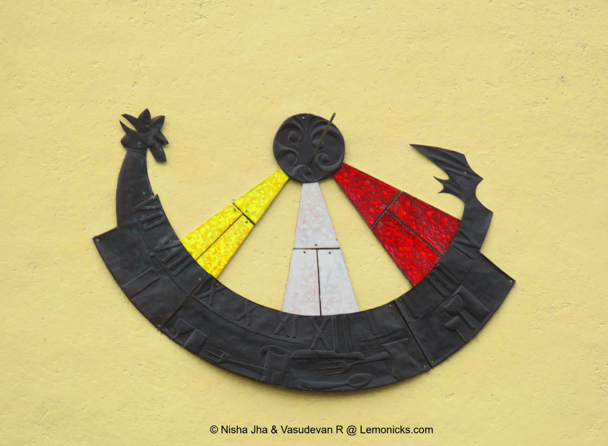 Sundial on Mali Kaptol building