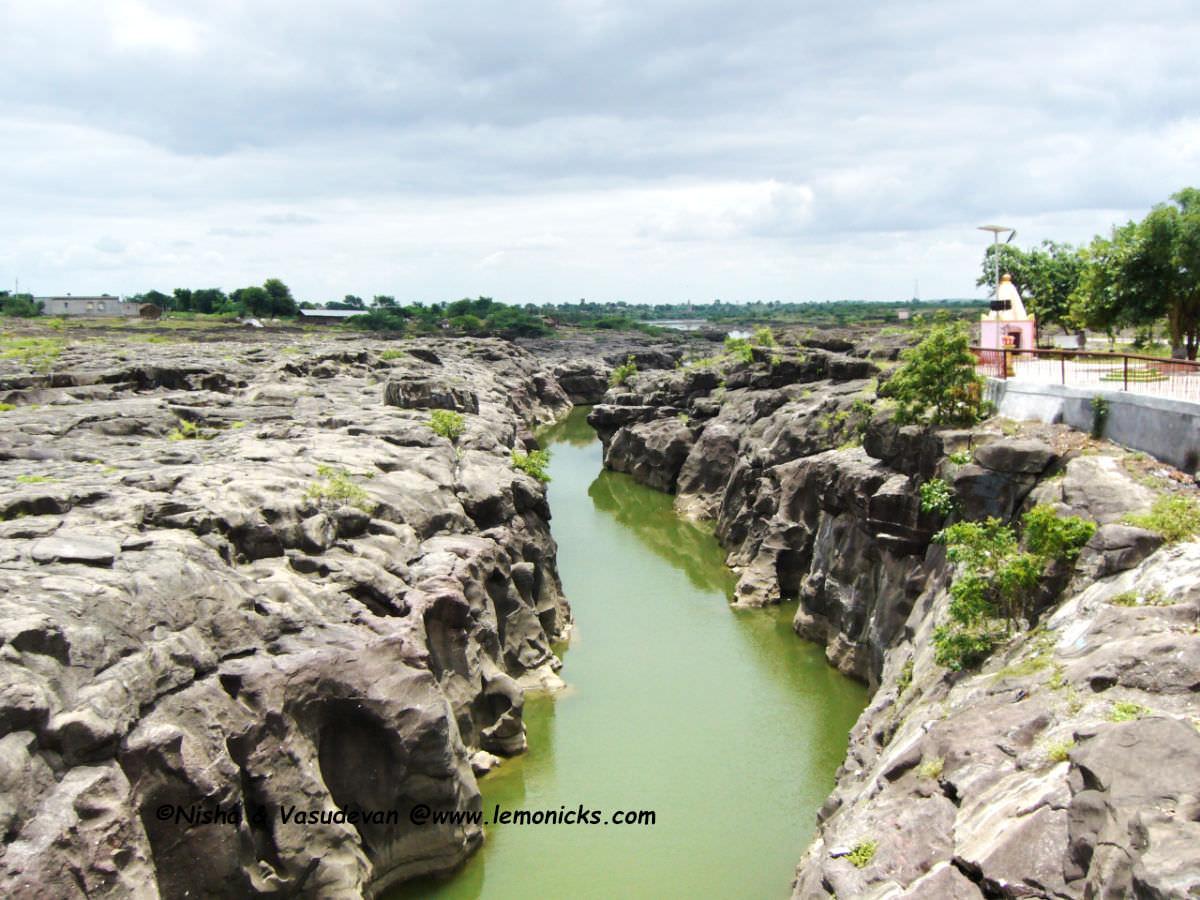 Nighoj Kukadi river @www.lemonicks.com Takali Hazi Potholes